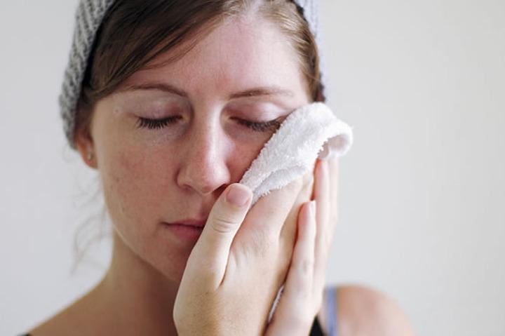 5 Kesalahan Yang Sering Dilakukan Dalam Merawat Wajah, Hati - hati bisa Menimbulkan Jerawat 3