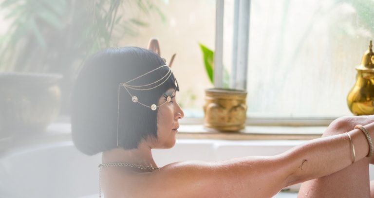 Merawat Kulit Tubuh Dengan Mandi Susu Ala Cleopatra 1