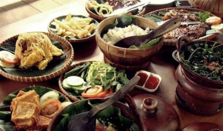 6 Tempat Wisata Kuliner di Bandung yang Menyuguhkan Makanan dengan Sensasi Rasa Luar Biasa