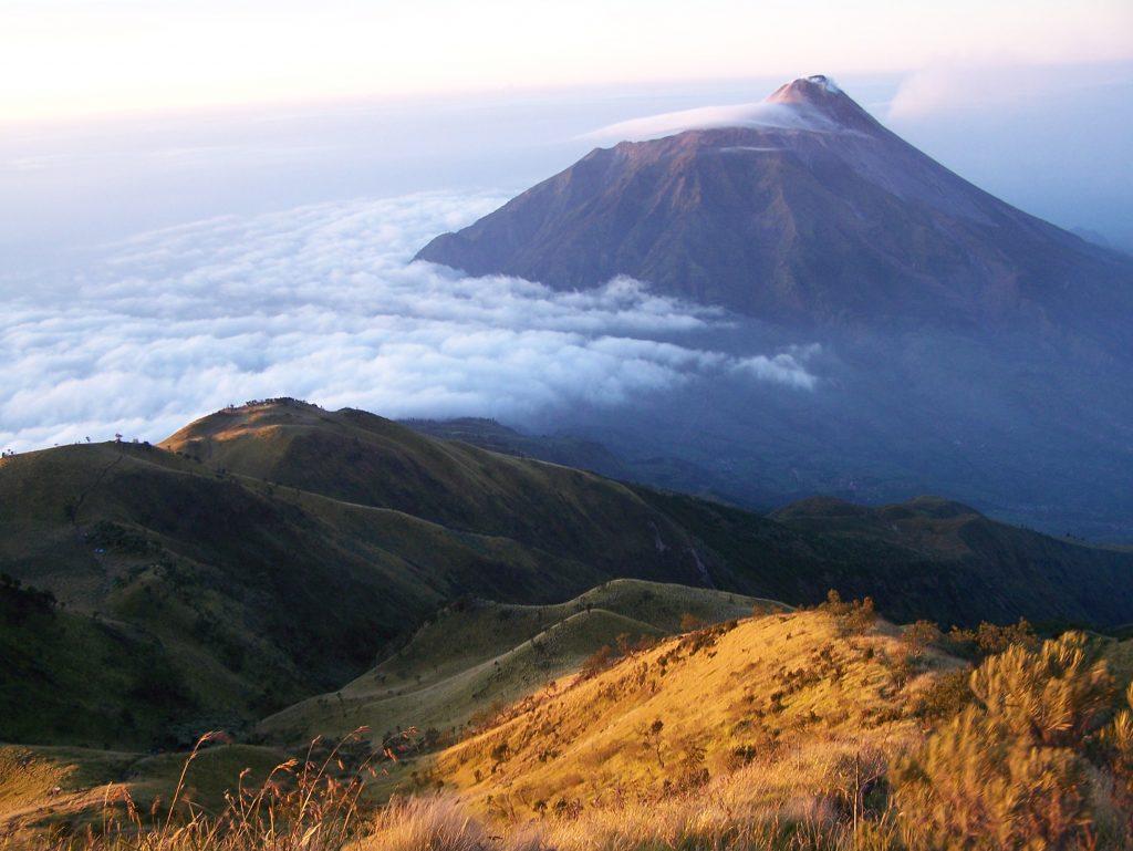 Ini Cerita 5 Gunung Paling Angker Di Indonesia 3