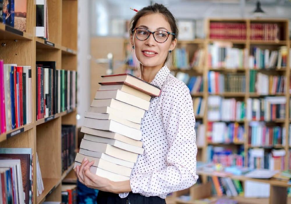 Kamu Kutu Buku? Nih, Pekerjaan yang Cocok Buat Kalian! 2