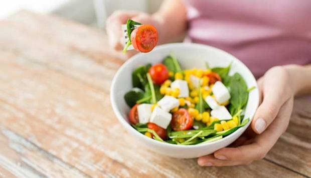 5 Tips Menjaga dan Mencegah Makan Berlebih Saat #DiRumahAja, Selalu Stay Safe ya 5
