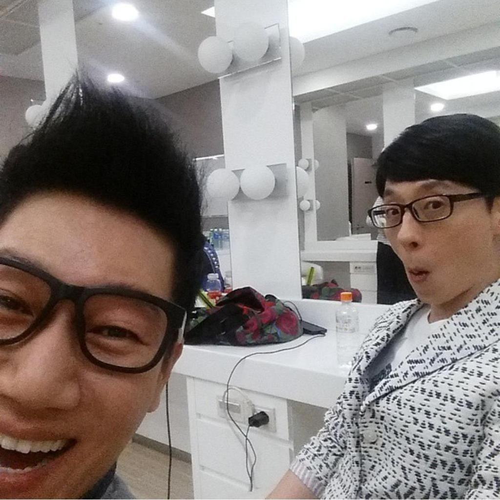 10 Potret Kekompakan Yoo Jae Suk dan Jee Seok Jin, Member Tertua di Running Man 6