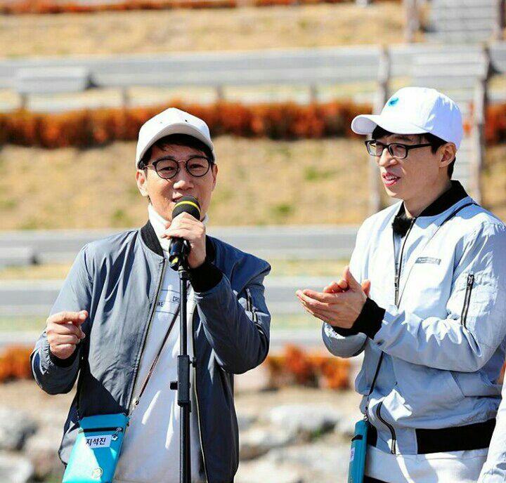 10 Potret Kekompakan Yoo Jae Suk dan Jee Seok Jin, Member Tertua di Running Man 7