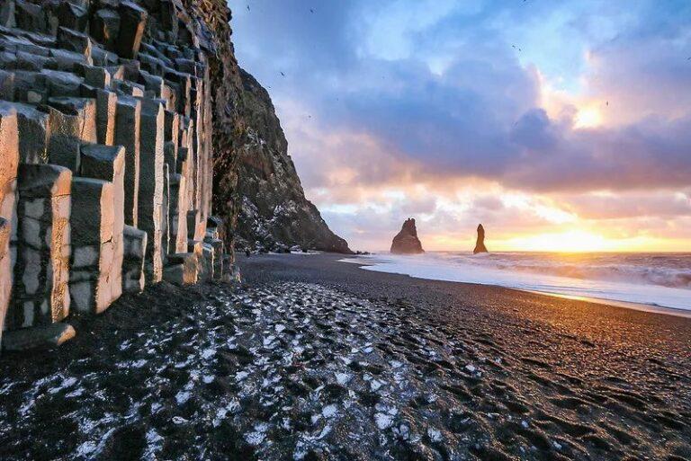 10 Pantai Cantik Berpasir Hitam yang Patut Kamu Kunjungi 1