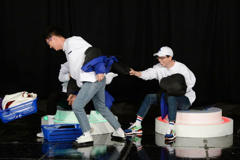 10 Potret Kekompakan Yoo Jae Suk dan Jee Seok Jin, Member Tertua di Running Man 10