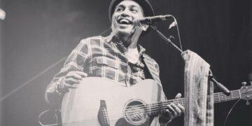 7 Lagu Terbaik Glenn Fredly, Sampai Bertemu Lagi Kakak Bung! 29