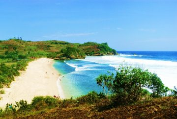 5 Pantai Pasir Putih Dengan Pemandangan Paling Indah di Indonesia, Nggak Nyesal Kalau ke Sini 3