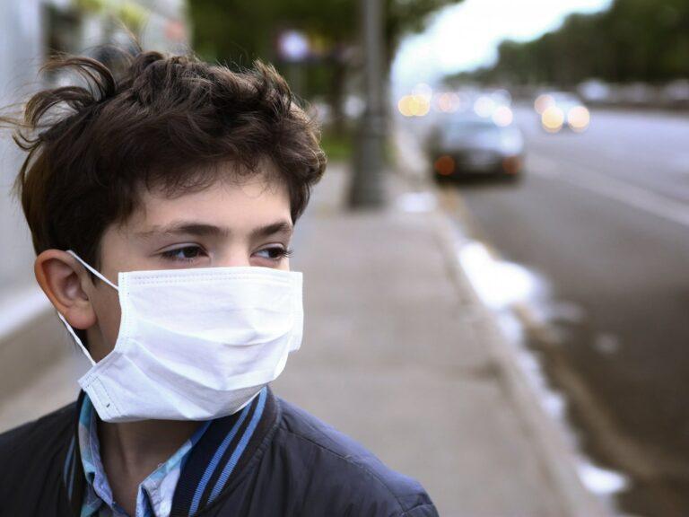 5 Tips Mencegah Kulit Wajah Yang Rusak Akibat Terlalu Sering Memakai Masker 1
