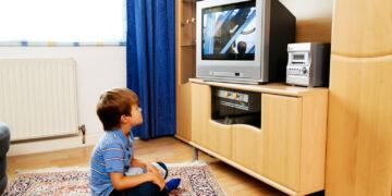 Jangan Sampai Salah, Lakukan Hal Ini Saat Anak Ingin Menonton TV 26