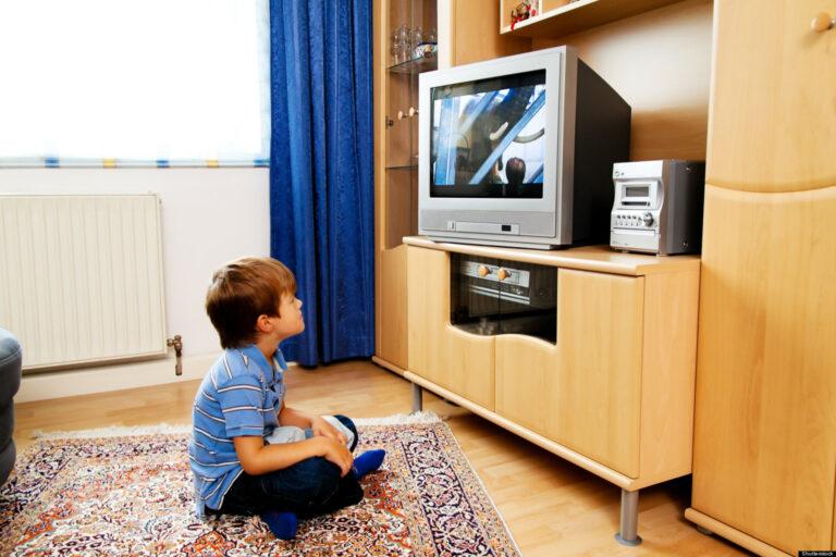 Jangan Sampai Salah, Lakukan Hal Ini Saat Anak Ingin Menonton TV 1