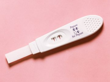 8 Metode Tes Kehamilan Paling Aneh yang Pernah Ada, Mau Coba? 7