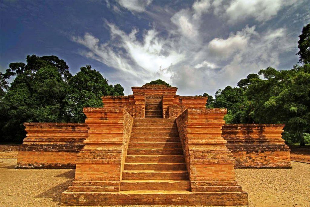 Intip Kejayaan Indonesia di Masa Lalu dari Tempat-tempat Wisata Sejarah Berikut Ini 7