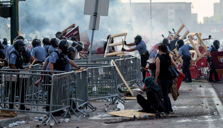 Kerusuhan Rasial & Amerika yang Hipokrit 1