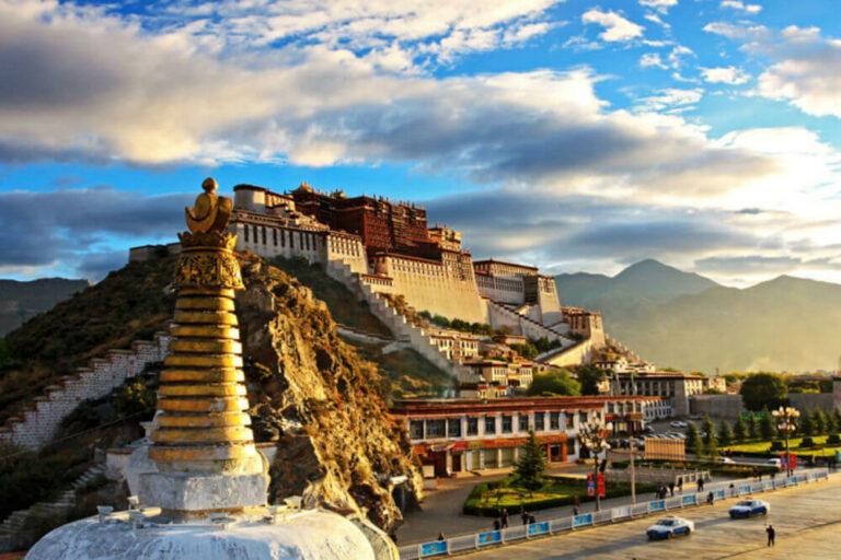 10 Destinasi Menarik yang Wajib Kamu Kunjungi Saat Pergi ke Cina 1