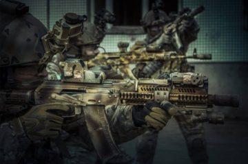 Hal Salah Tentang Senjata Api Yang Sering Muncul di Film 10