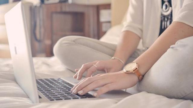 4 Kebiasaan Buruk Menggunakan Laptop Yang Berbahaya Bagi Kamu & Perangkatmu Sendiri 5