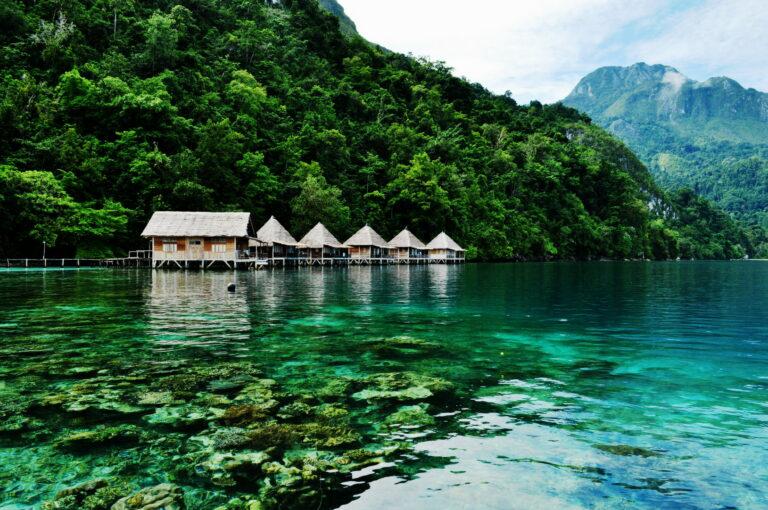 7 Wisata Bahari Menarik di Maluku, Surganya Pecinta Laut! 1