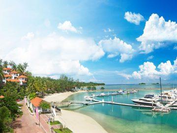 7 Pantai Indah di Kepulauan Riau yang Bikin Betah Basah-basahan 9