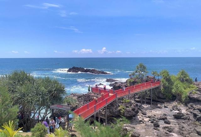 7 Pantai Terbaik di Kebumen untuk Bersantai Saat Liburan 8
