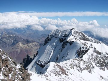Suka Tantangan? 3 Gunung Papua Ini Layak untuk Didaki 10