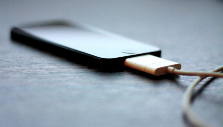 Hindari 7 Hal ini Saat Mengisi Daya Handphone 1