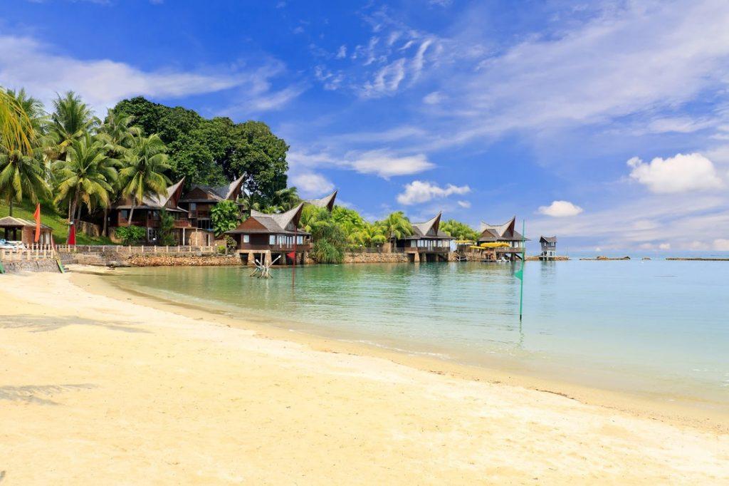 7 Pantai Indah di Kepulauan Riau yang Bikin Betah Basah-basahan 5