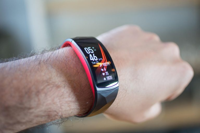 5 Smartband Keren untuk Kamu yang Aktif 1
