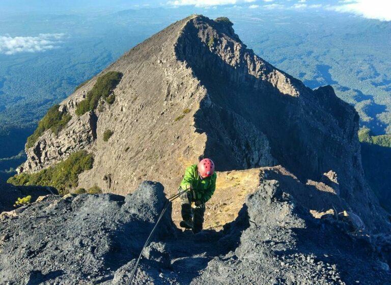 5 Gunung Tertinggi Di Pulau Jawa, Tantangan Untuk Kalian Para Pendaki 1