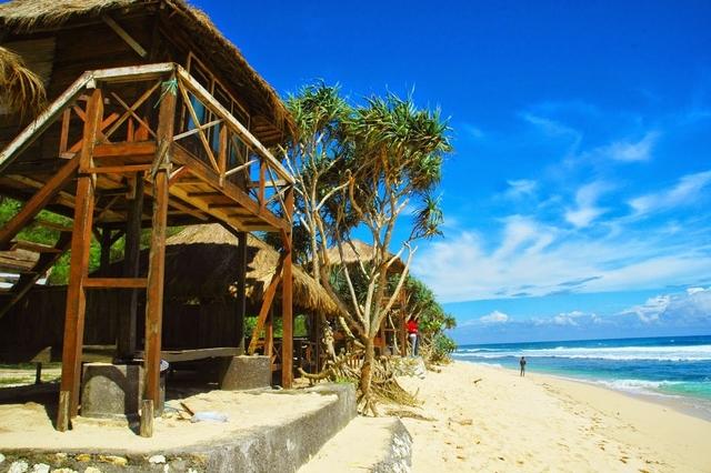 5 Pantai Terbaik Di Pulau Jawa 3