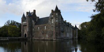 7 Bangunan Paling Berhantu di dunia dan Sejarah Kelam Mereka 14