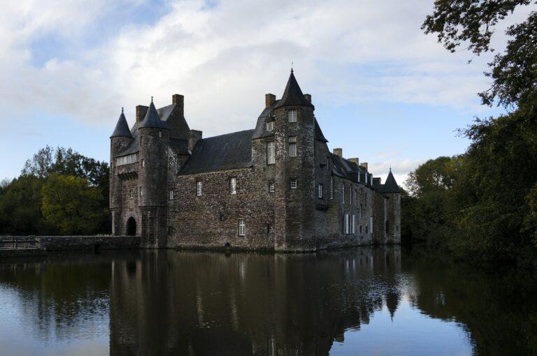 7 Bangunan Paling Berhantu di dunia dan Sejarah Kelam Mereka 1