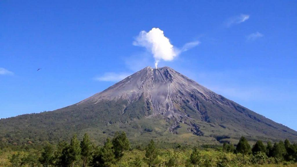 5 Gunung Tertinggi Di Pulau Jawa, Tantangan Untuk Kalian Para Pendaki 7