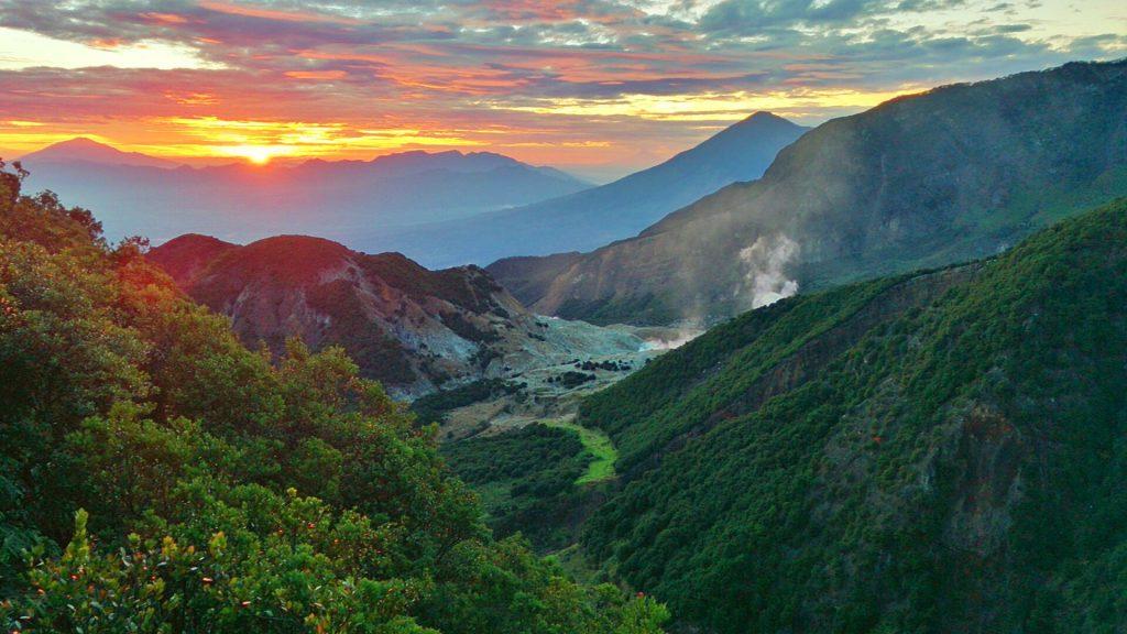 7 Tempat Mendaki Terbaik di Jawa Timur 5