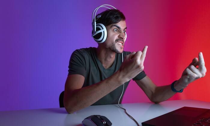Alasan Mengapa Banyak Orang Menggunakan Cheat Ketika Bermain Video Games 9