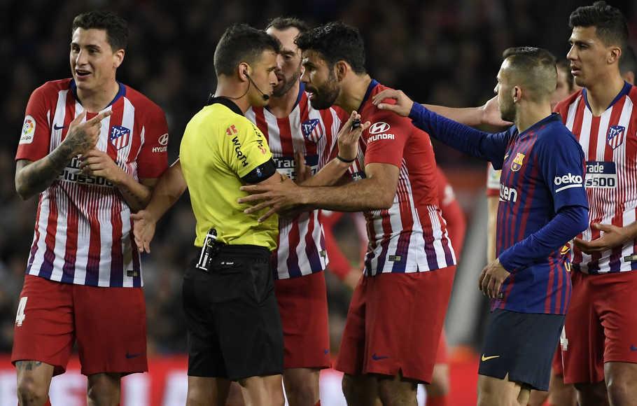 7 Pemain Sepakbola yang Terkenal Barbar, Berani Lawan? 9