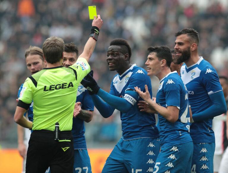 7 Pemain Sepakbola yang Terkenal Barbar, Berani Lawan? 1