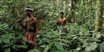 Beberapa Suku di Indonesia Yang Terpinggirkan 8