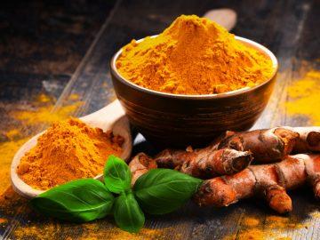 Manfaat tanaman herbal kunyit untuk kesehatan 9