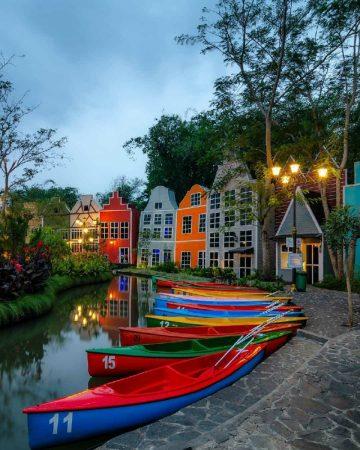 Berwisata Ala Eropa Di Devoyage Bogor, Jawa Barat 30