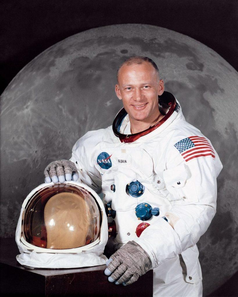 4 Mitos Tentang Neil Armstrong, Manusia Pertama Yang Menginjakkan Kaki Di Bulan 6