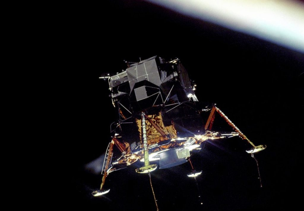 4 Mitos Tentang Neil Armstrong, Manusia Pertama Yang Menginjakkan Kaki Di Bulan 4