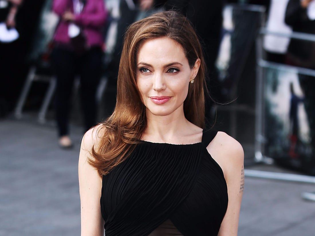 "5 Aktris Cantik Hollywood yang Dijuluki ""Wanita Terseksi Sedunia"" 6"