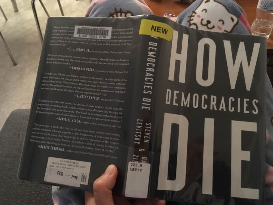 Sinyal Waspada Demokrasi di Balik Cover Buku Anies 3