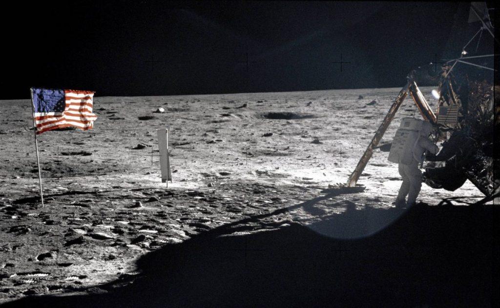 4 Mitos Tentang Neil Armstrong, Manusia Pertama Yang Menginjakkan Kaki Di Bulan 3