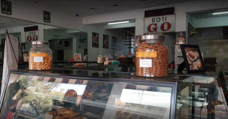 Detektif Wisata: Ternyata Ada 12 Toko Roti Yang Seumur Indonesia 1