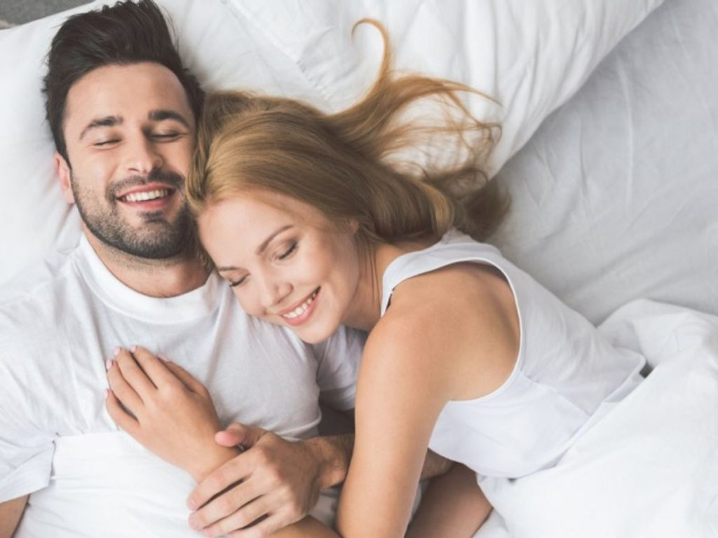 Dua Kata Ajaib Saat Pillow Talk Bersama Pasangan 4