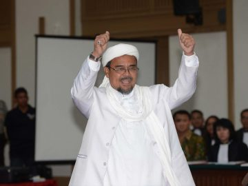 Massa Menuntut Habib Rizieq Dibebaskan, Apa Boleh? 9