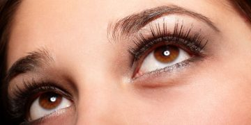 Cara menghitamkan, melebatkan alis dan bulu mata dengan minyak zaitun 21