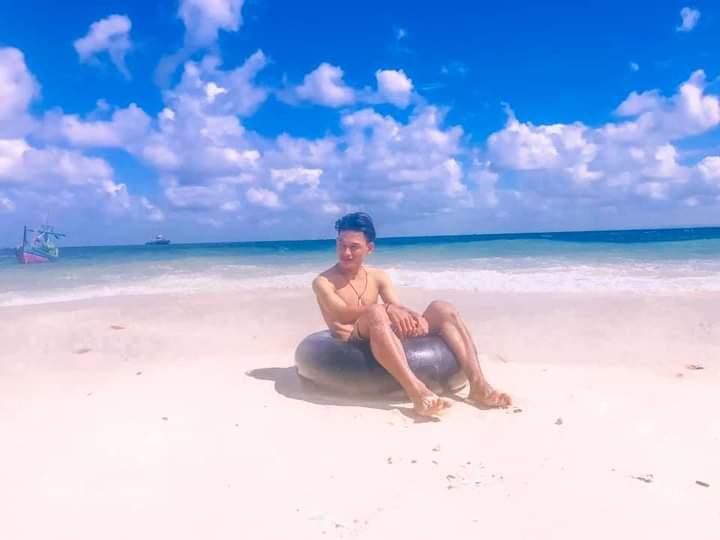 Pantai Pasir Putih Pulau Mandangin